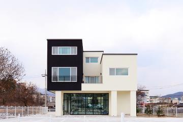 모던함과 세련미가 돋보이는 상가주택