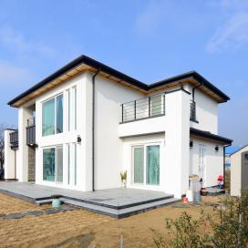 모임지붕으로 징크부분이 감각을 돋보이게 해주는 일본식주택