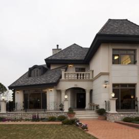클래식한 외관의 드넓은 단독주택