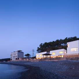 바닷가 마을 풍경이 된 울산 'ㄱ'자 집 모던함, 심플함, 펜션, 바닷가집, 주택