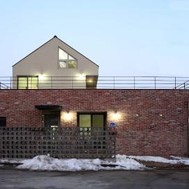하기동 주택 553-9 (단독주택) 단독주택, 고벽돌, 징크, 외단열, 벽돌주택, 박공지붕