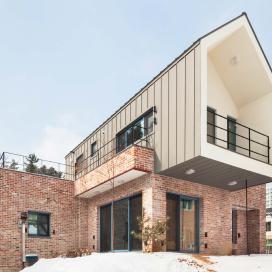 하기동주택 557-9 (단독주택) 단독주택, 고벽돌, 벽돌주택, 징크지붕, 박공지붕
