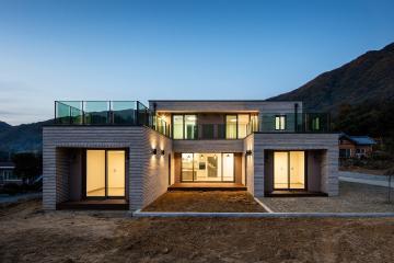 3개의 매스가 조화로운 양평 단독주택