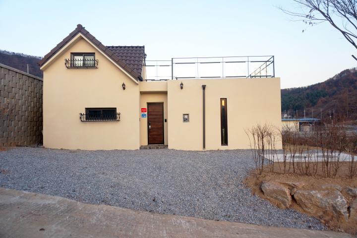 박공지붕이 어우러진 가평 단독주택